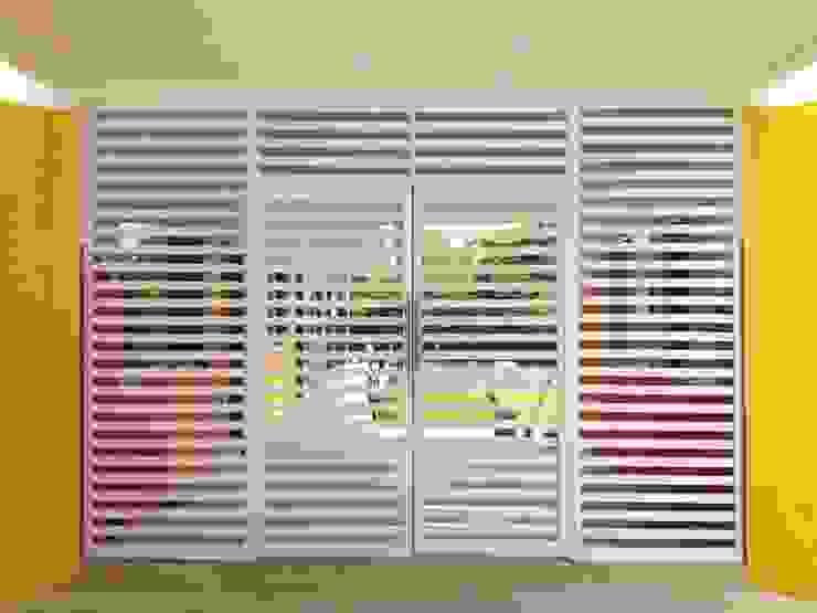 Puerta de Acceso Principal Casas modernas de Manuel Aguilar Arquitecto Moderno