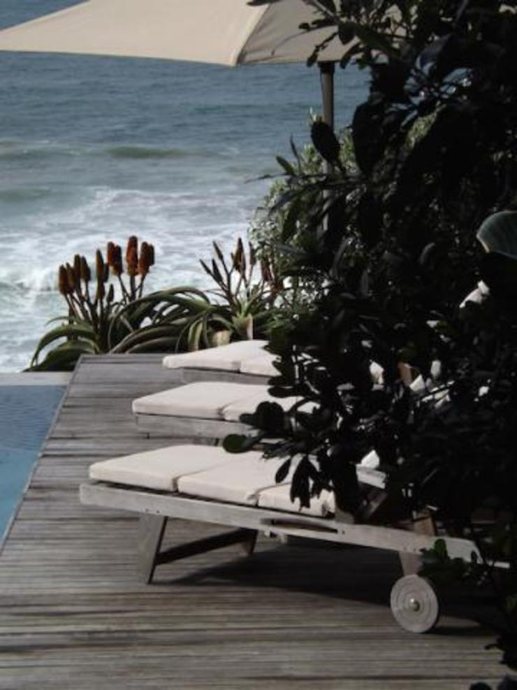 Beach Home Modern Garden by Simon Clements: Garden & Landscape Design Modern