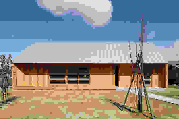 hm+architects 一級建築士事務所 Casas ecléticas Madeira Efeito de madeira