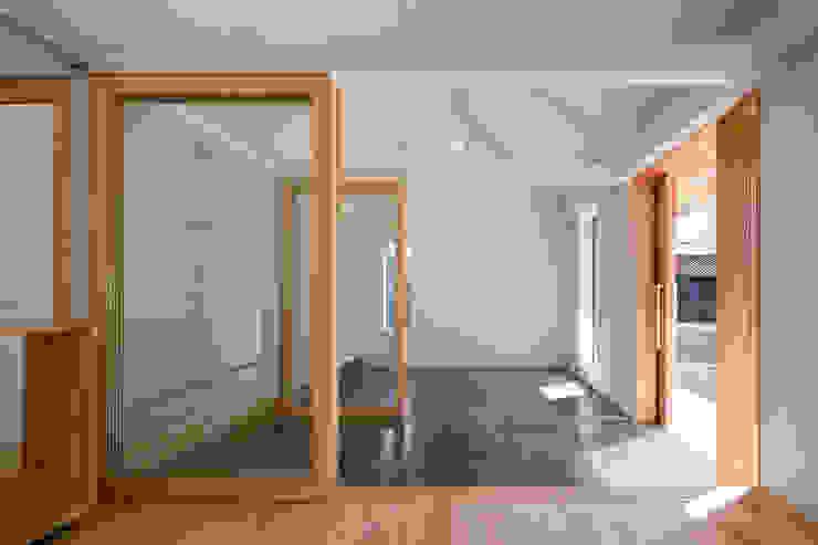 土間続きの空間 オリジナルスタイルの 玄関&廊下&階段 の hm+architects 一級建築士事務所 オリジナル コンクリート