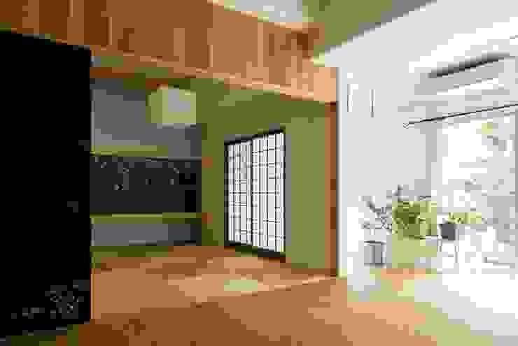 6th studio / 一級建築士事務所 スタジオロク Modern living room Wood