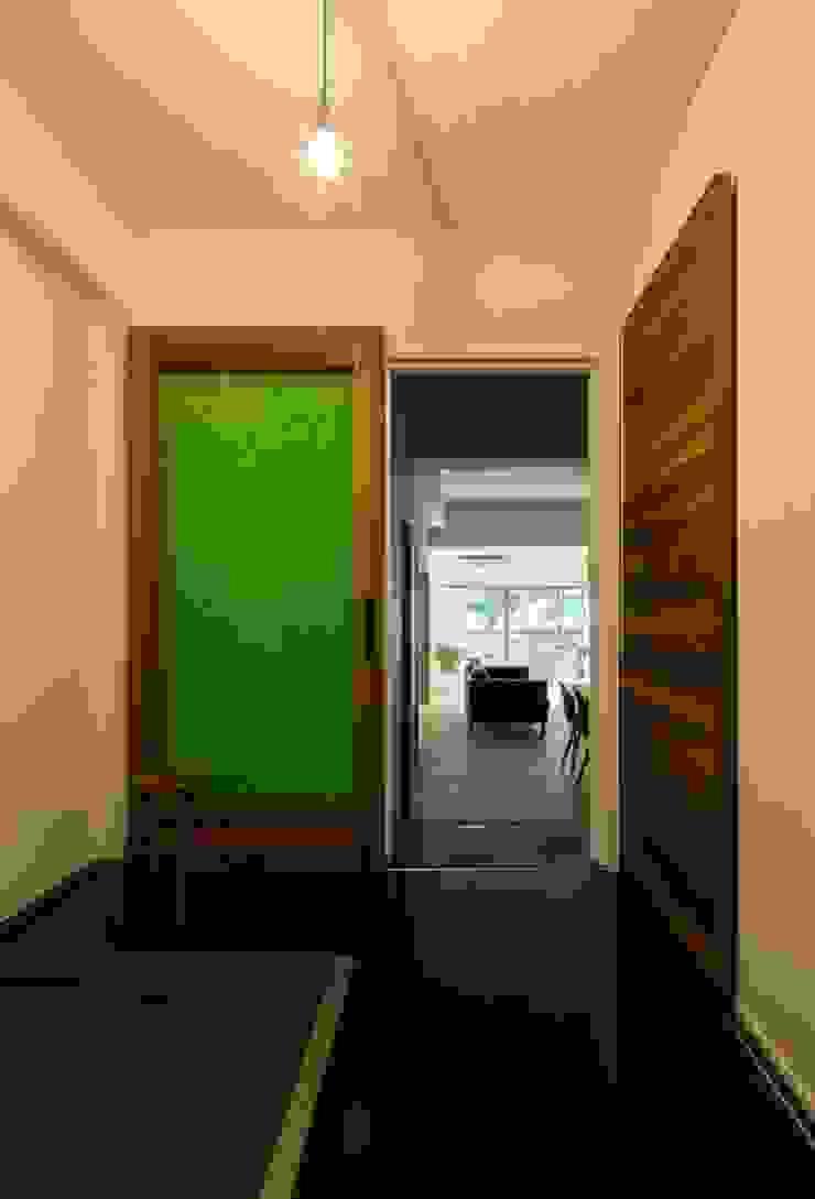 6th studio / 一級建築士事務所 スタジオロク Modern corridor, hallway & stairs Wood