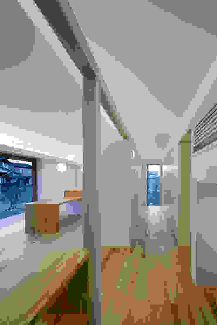 動線・収納 オリジナルスタイルの 玄関&廊下&階段 の hm+architects 一級建築士事務所 オリジナル