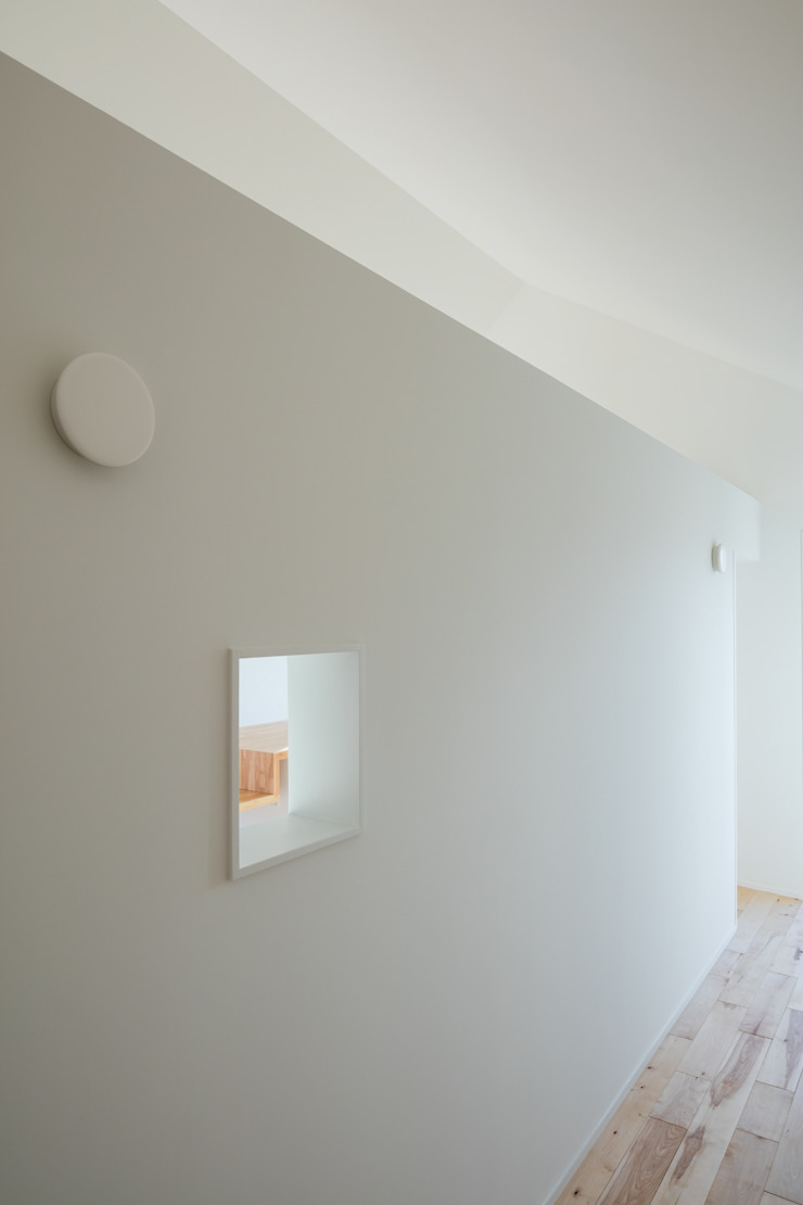 キッチン小窓 オリジナルスタイルの 玄関&廊下&階段 の hm+architects 一級建築士事務所 オリジナル