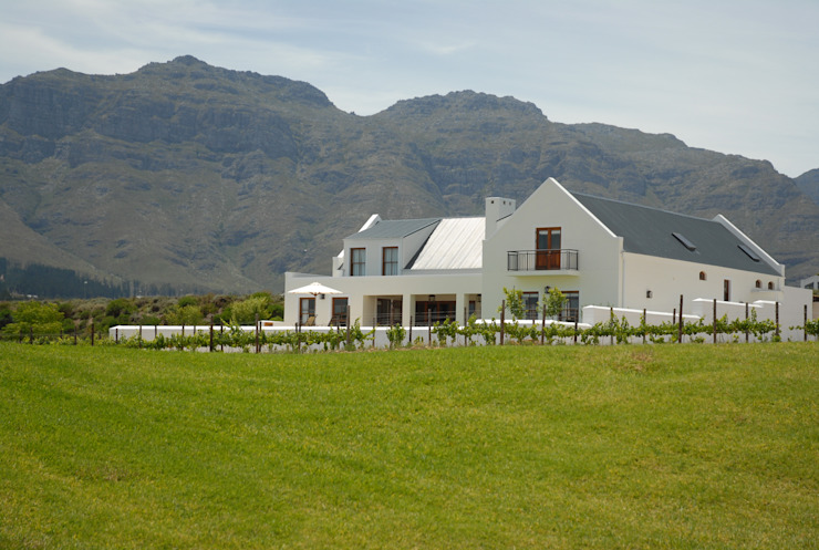 House Grobler, De Zalze Winelands & Golf Estate (Stellenbosch) Minimalist houses by Reinier Brönn Architects & Associates Minimalist