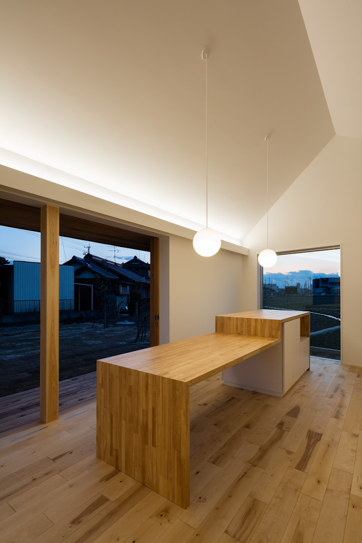 LED調光間接照明 オリジナルデザインの ダイニング の hm+architects 一級建築士事務所 オリジナル