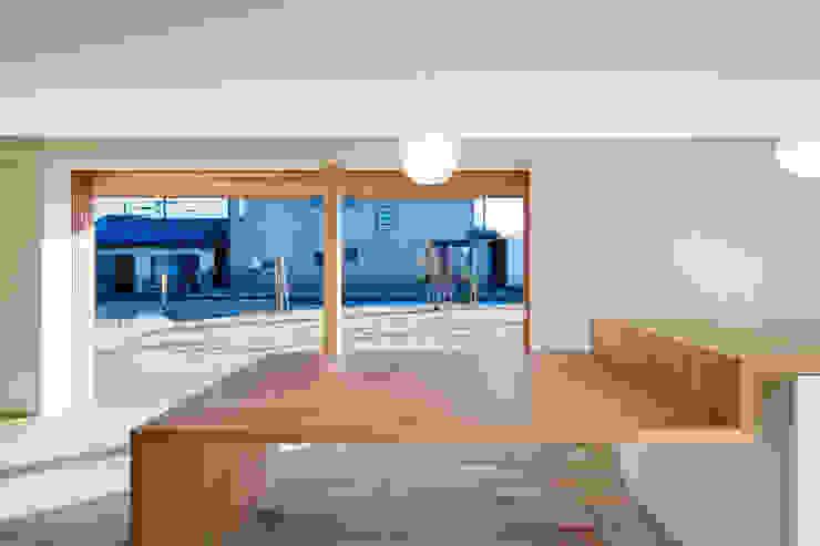 ダイニングスペース オリジナルデザインの ダイニング の hm+architects 一級建築士事務所 オリジナル 木 木目調