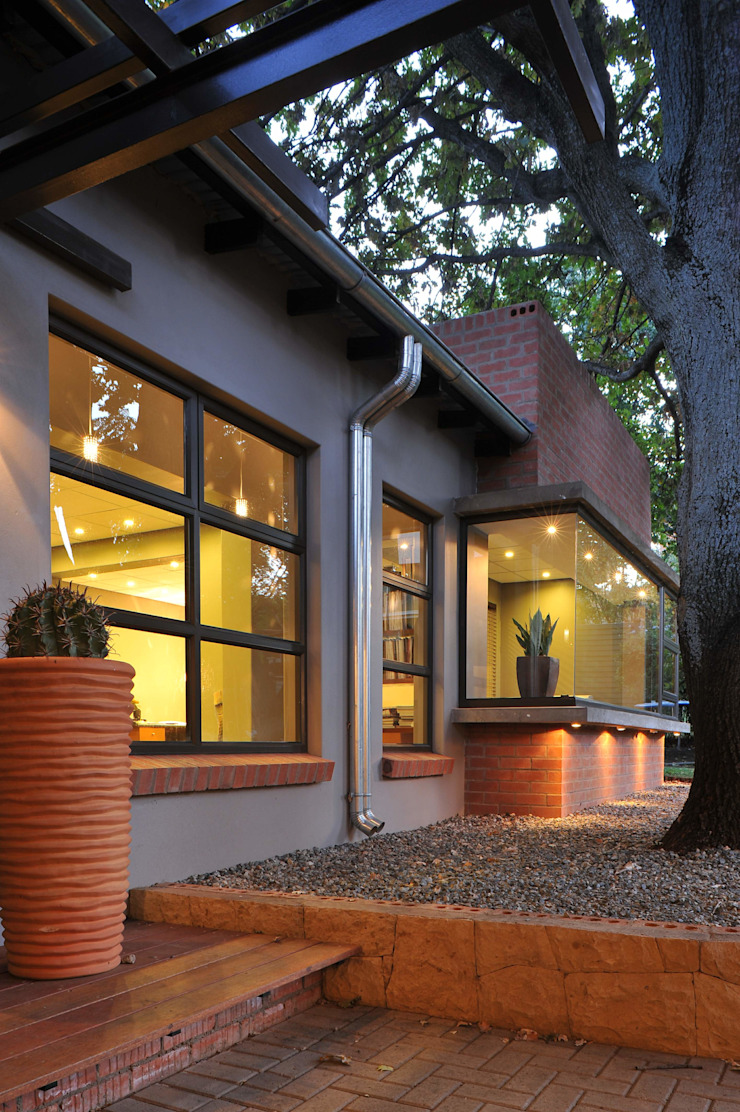 The Oak Tree Studio, Bloemfontein Industrial style houses by Reinier Brönn Architects & Associates Industrial
