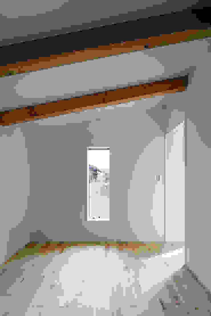 ベッドルーム オリジナルスタイルの 寝室 の hm+architects 一級建築士事務所 オリジナル