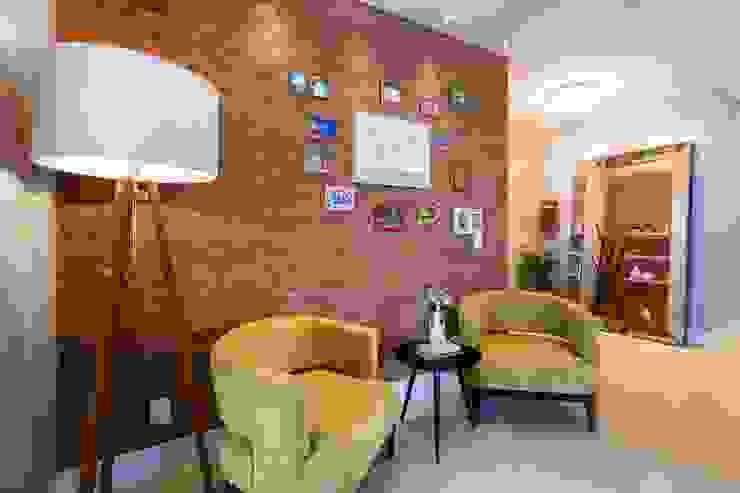 De imóvel padrão à lar dos sonhos de um jovem casal Corredores, halls e escadas modernos por ROPE Engenharia Moderno