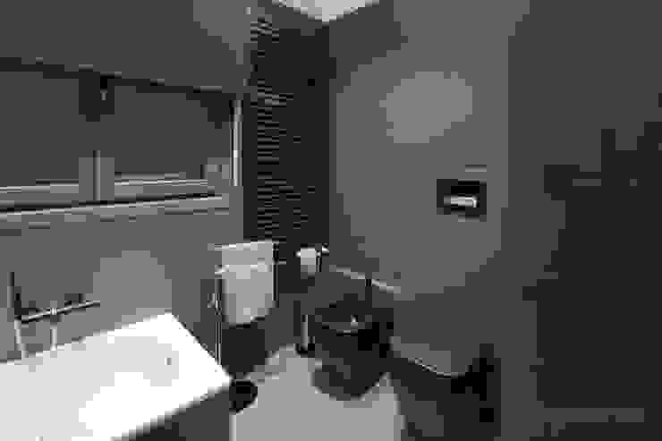 Baños de estilo moderno de Rachele Biancalani Studio Moderno Azulejos