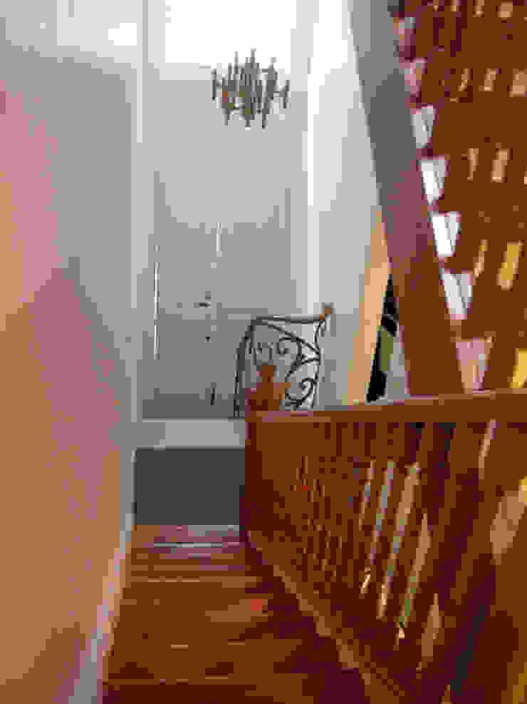 Balmori Decor Pasillos, vestíbulos y escaleras clásicas de Erika Winters Design Clásico