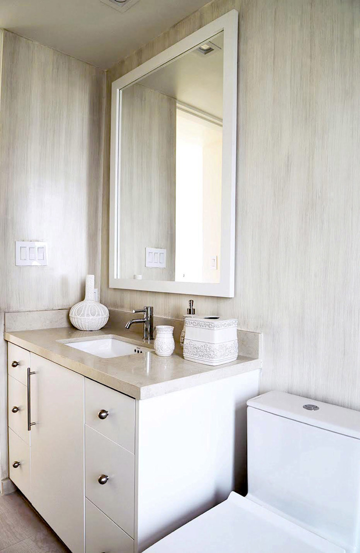 Classic style bathroom by Erika Winters Design Classic