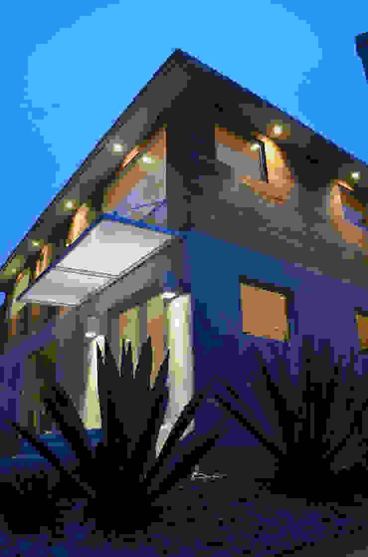 M-8442 Casas modernas de Erika Winters Design Moderno