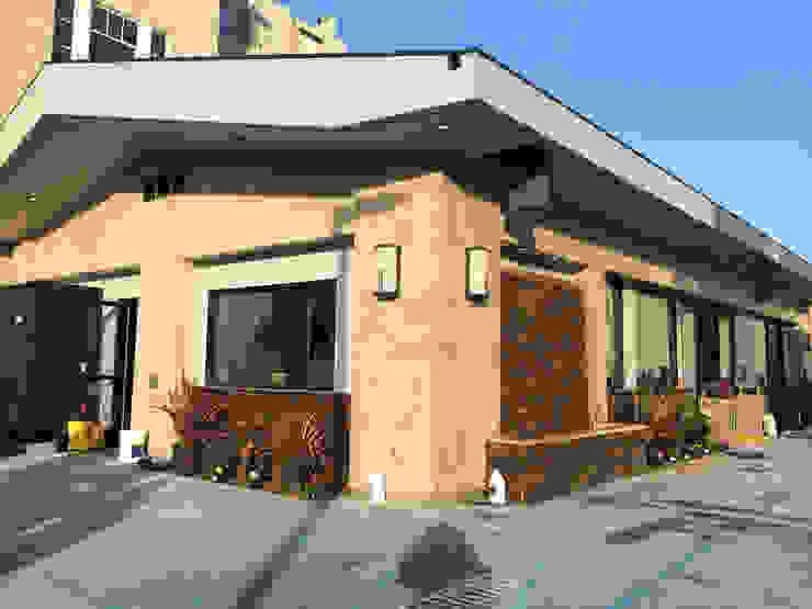 7 Eleven – 76 Gas Station San Francisco Casas modernas de Erika Winters Design Moderno
