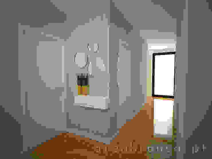 Areabranca 現代風玄關、走廊與階梯