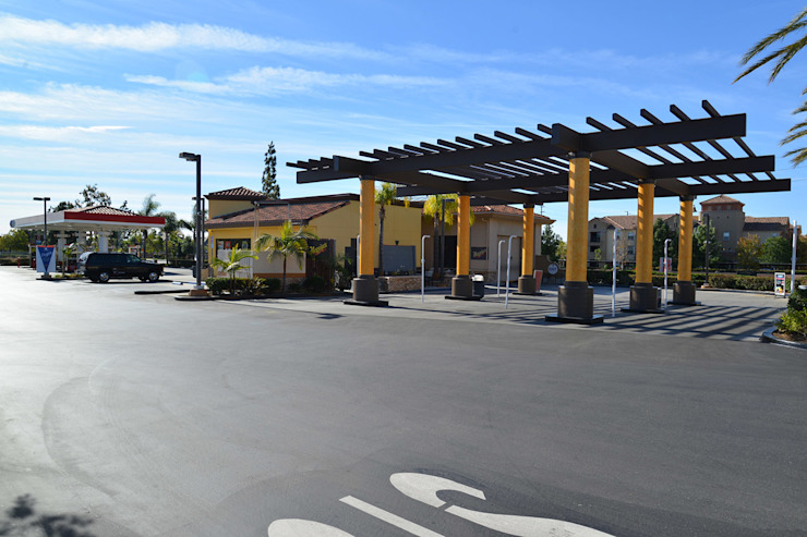 76 GasStation Circle Placentia de Erika Winters Design Moderno