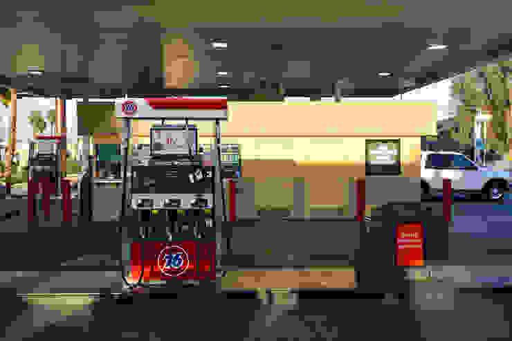 76 GasStation Palm Springs CA de Erika Winters Design Moderno