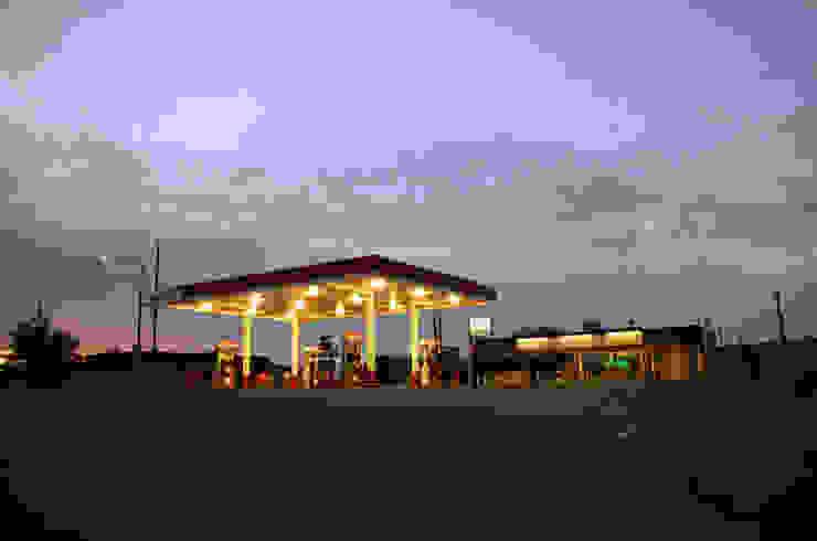 76 Gas Station Fallon Nevada de Erika Winters Design Moderno