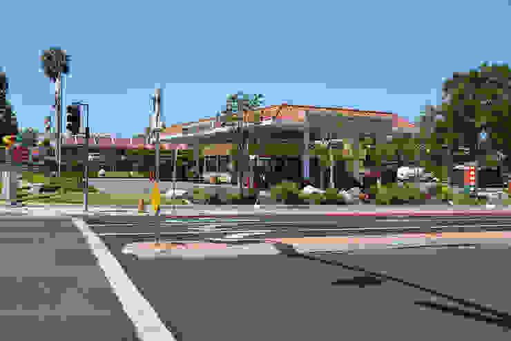 76 Gas Station San Marcos CA de Erika Winters Design Moderno
