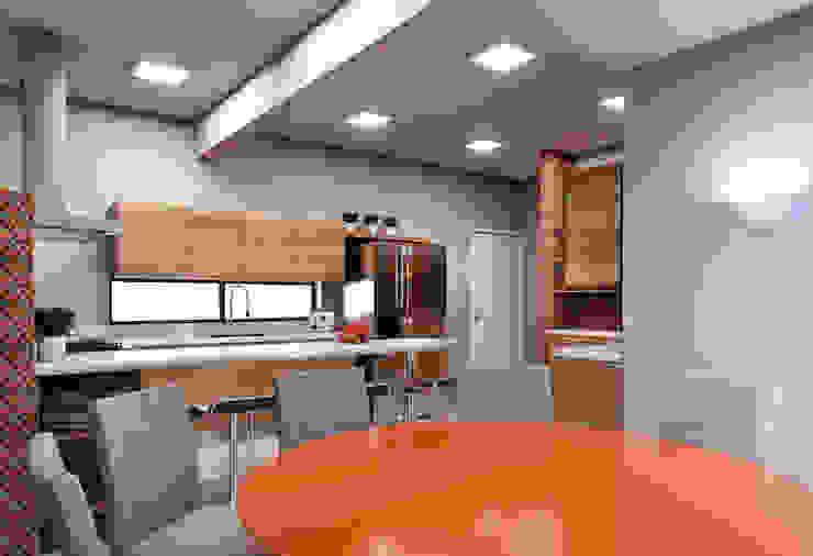 Cozinhas modernas por Lozí - Projeto e Obra Moderno