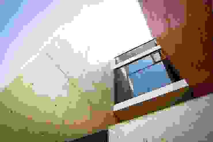 Hogar OV. Casas industriales de Lozano Arquitectos Industrial Concreto