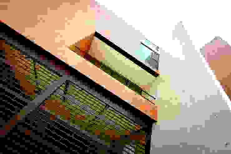 Hogar OV. Balcones y terrazas industriales de Lozano Arquitectos Industrial Concreto