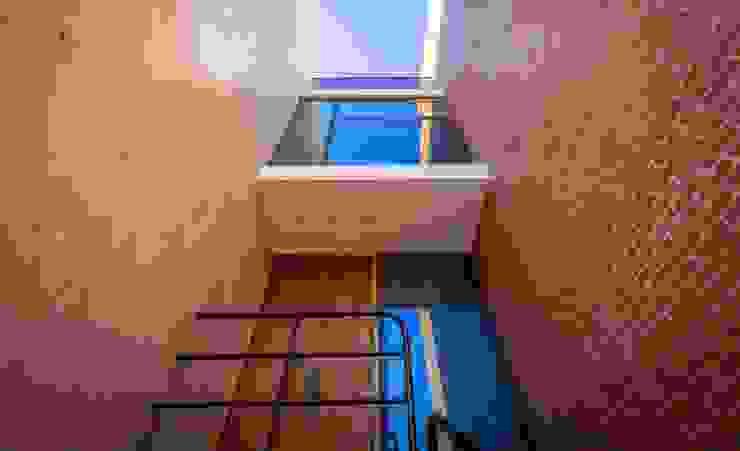 Hogar OV. Casas industriales de Lozano Arquitectos Industrial Ladrillos