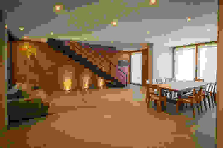 Hogar OV. Comedores modernos de Lozano Arquitectos Moderno Granito
