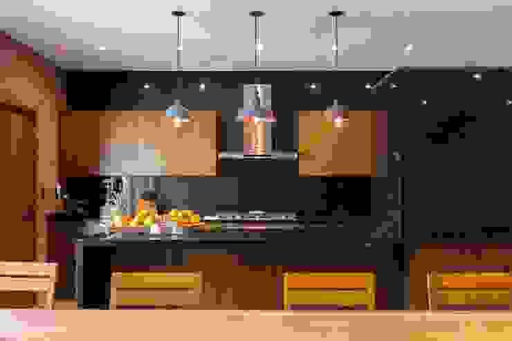 Dapur oleh Lozano Arquitectos, Modern Granit