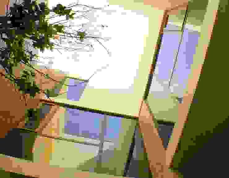 Hogar OV. Paredes y pisos de estilo industrial de Lozano Arquitectos Industrial Ladrillos