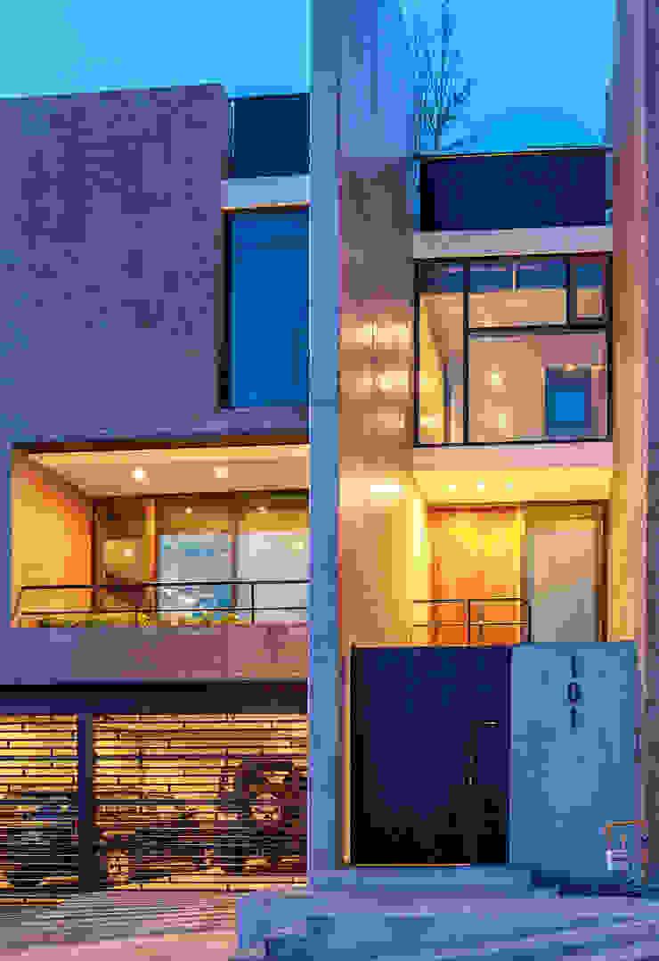 Hogar OV. Casas modernas de Lozano Arquitectos Moderno Ladrillos