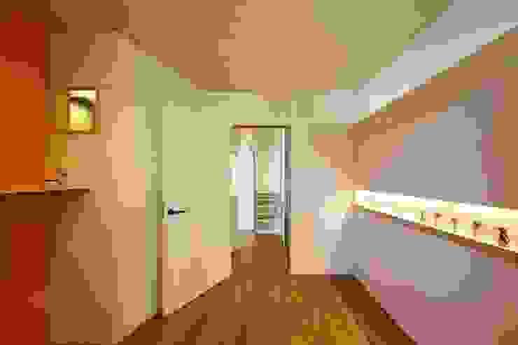 6th studio / 一級建築士事務所 スタジオロク Modern clinics Plywood Orange