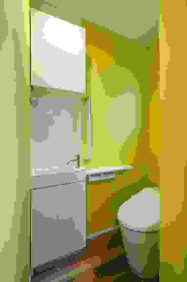 6th studio / 一級建築士事務所 スタジオロク Modern clinics Yellow