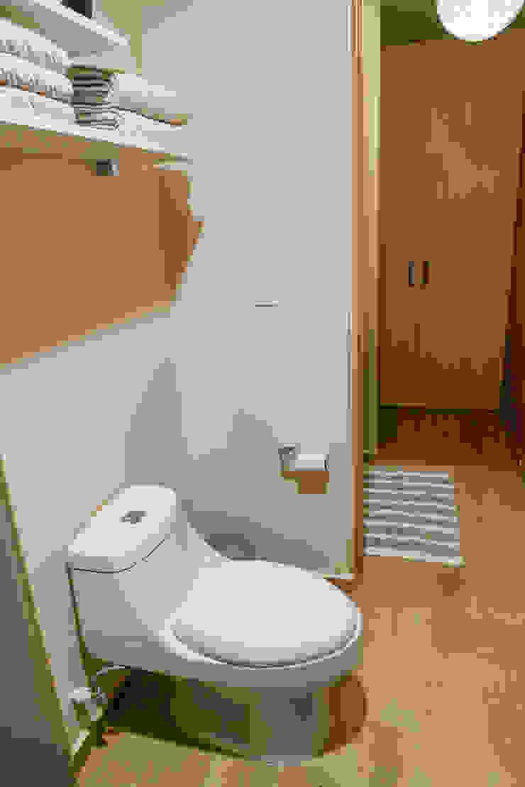 Choapan Decor by Erika Winters®Design Modern bathroom by Erika Winters® Design Modern