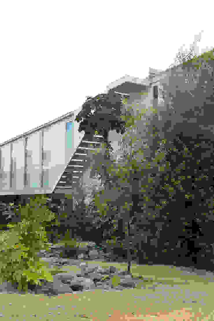ESTUDIO BASE ARQUITECTOS Mediterranean style houses White