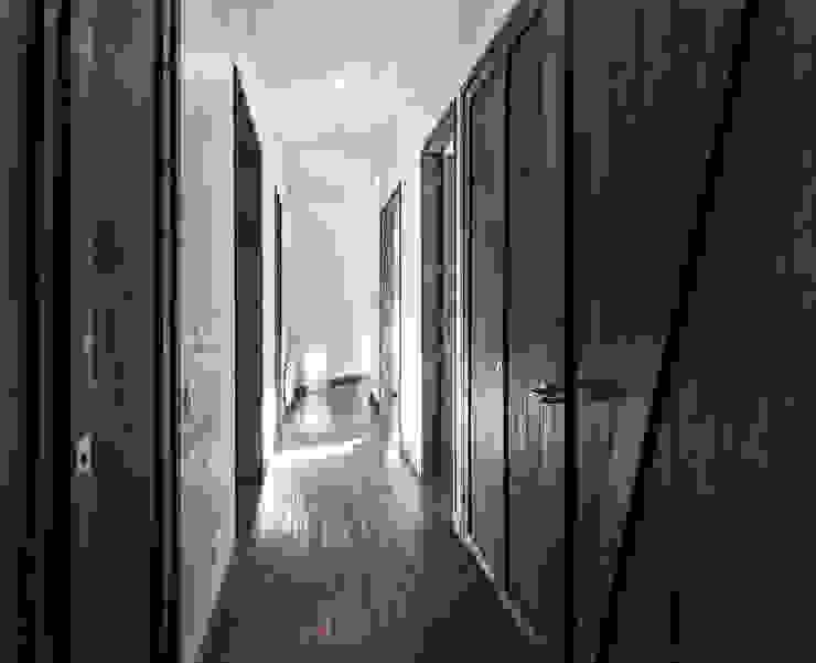 CASA RH: Pasillos y hall de entrada de estilo  por ESTUDIO BASE ARQUITECTOS