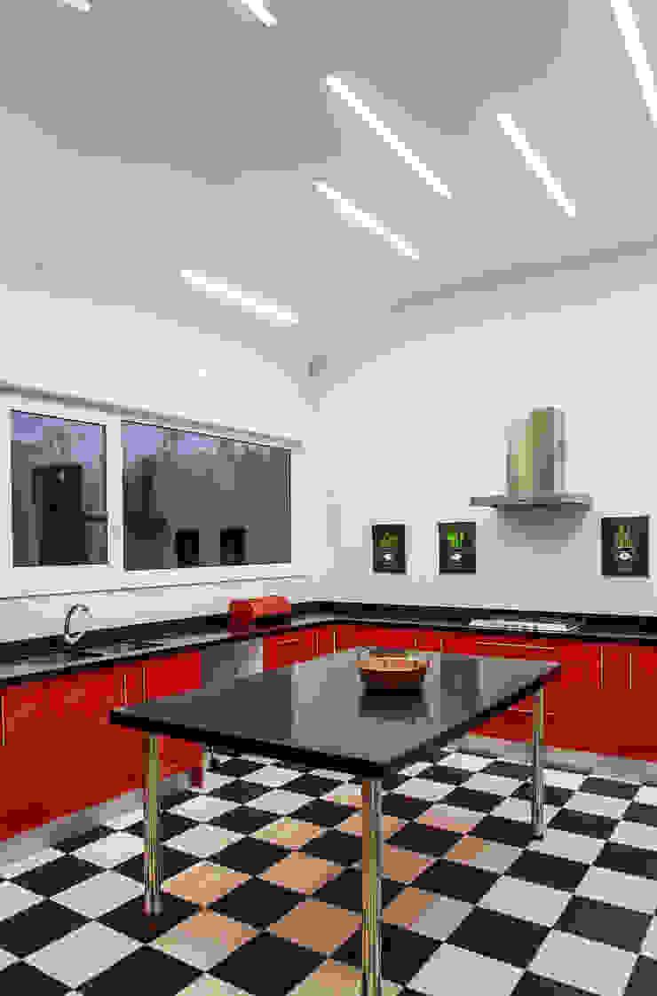 ESTUDIO BASE ARQUITECTOS Modern kitchen