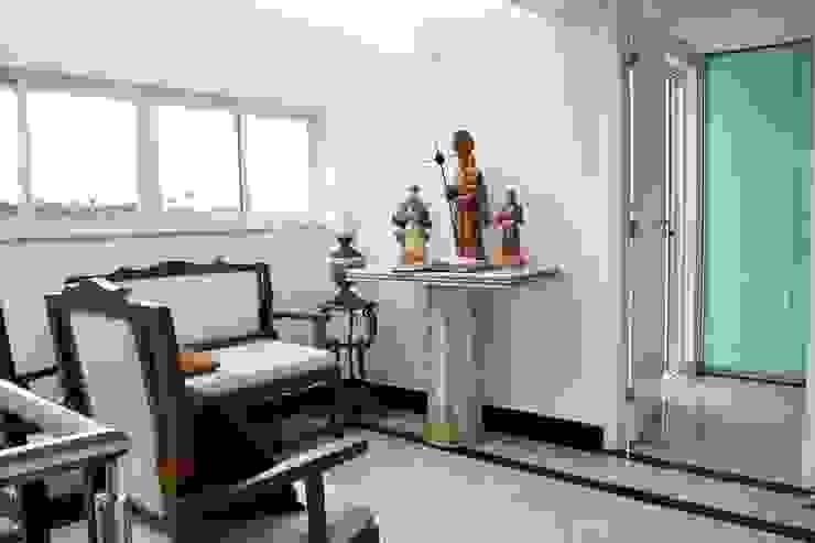 ห้องโถงทางเดินและบันไดสมัยใหม่ โดย Atelier Plural โมเดิร์น