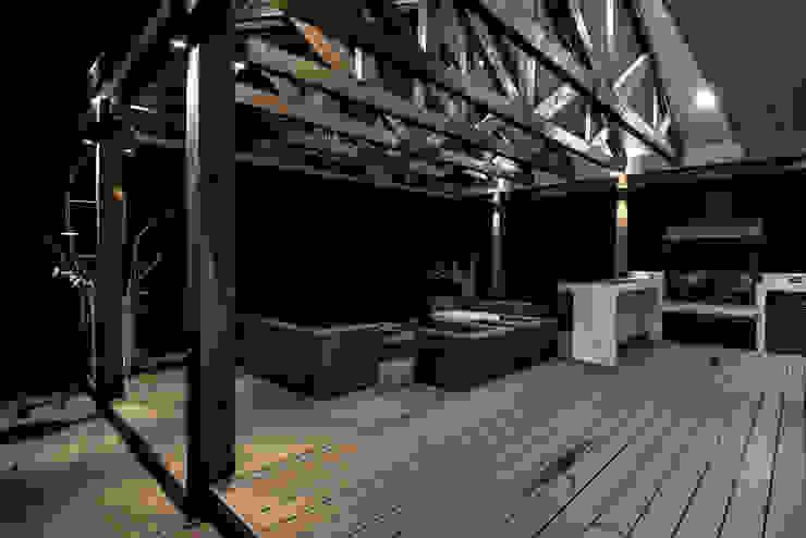 ESTUDIO BASE ARQUITECTOS Rustic style balcony, veranda & terrace Wood