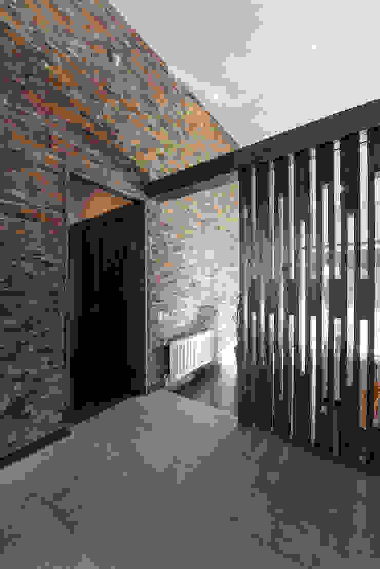 ESTUDIO BASE ARQUITECTOS Rustic style corridor, hallway & stairs Wood