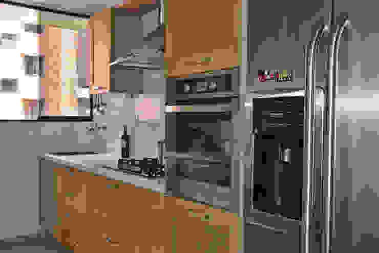 Kitchen by Loft estudio C.A.
