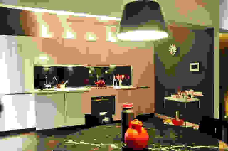 dining and kitchen Minimalist kitchen by Synectics partners Minimalist Engineered Wood Transparent