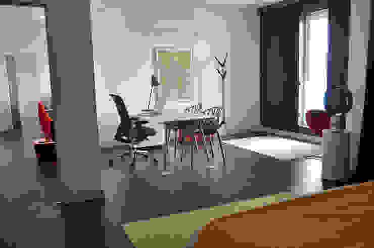home office Minimalist study/office by Synectics partners Minimalist Iron/Steel