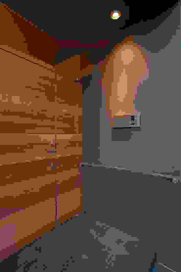 Modern Houses by 有限会社ミサオケンチクラボ Modern Wood Wood effect