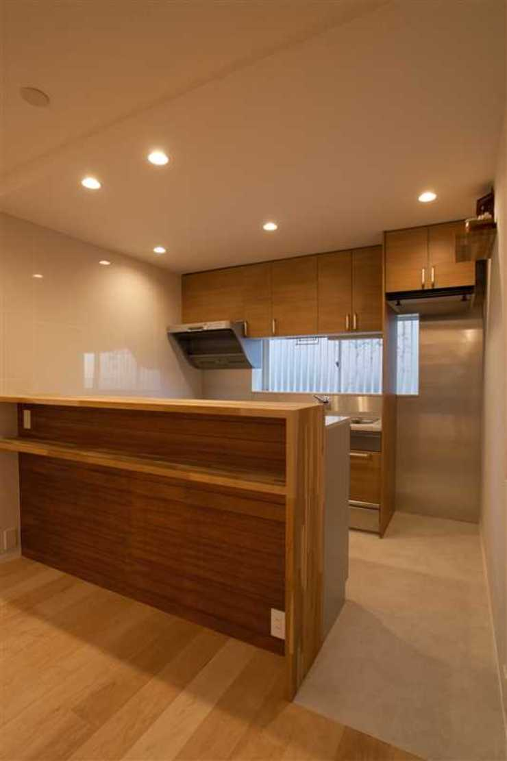 Modern Kitchen by 有限会社ミサオケンチクラボ Modern Wood Wood effect