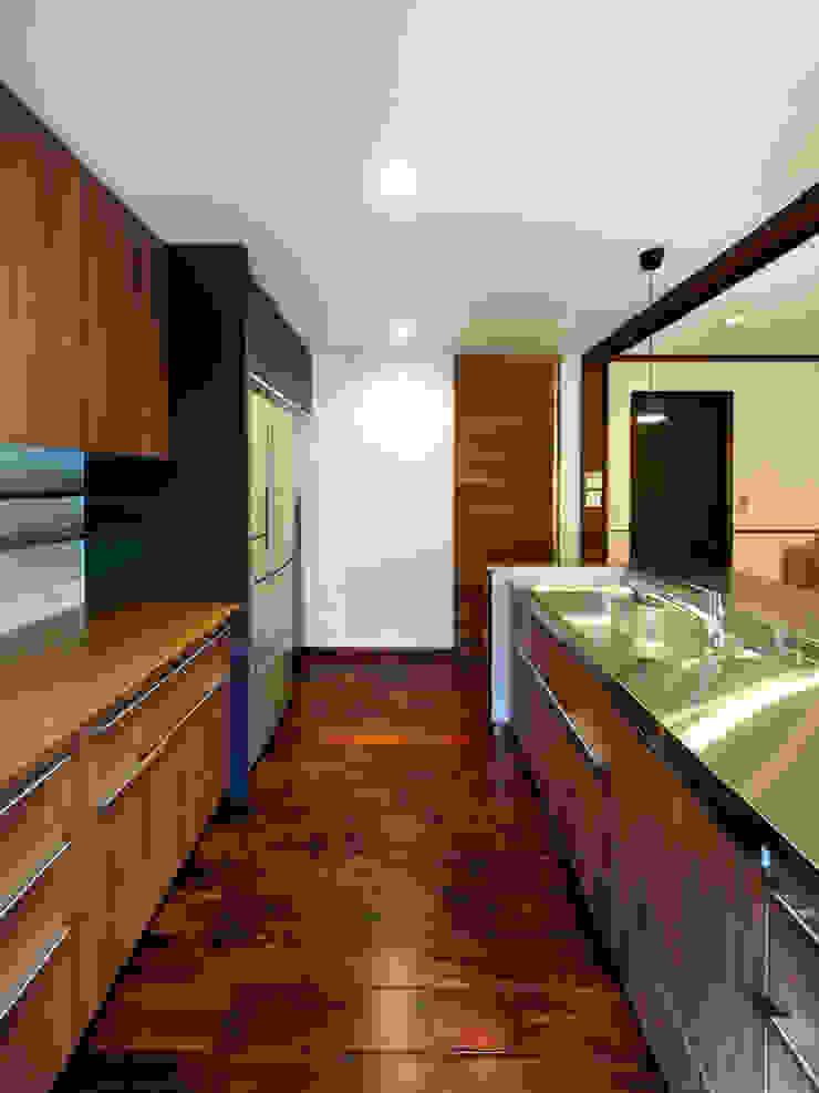 6th studio / 一級建築士事務所 スタジオロク Modern kitchen Wood