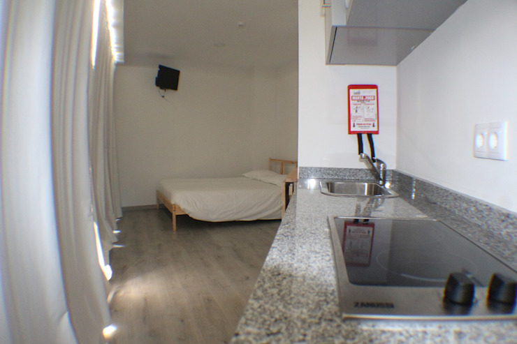 Hostel Bike Suite & Lounge por Escala Absoluta Minimalista