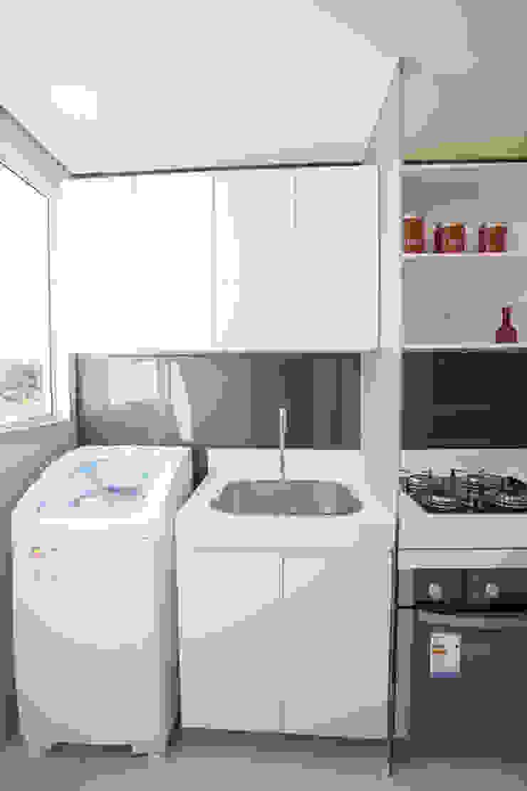Condominio Laffite Cozinhas modernas por POCHE ARQUITETURA Moderno Vidro