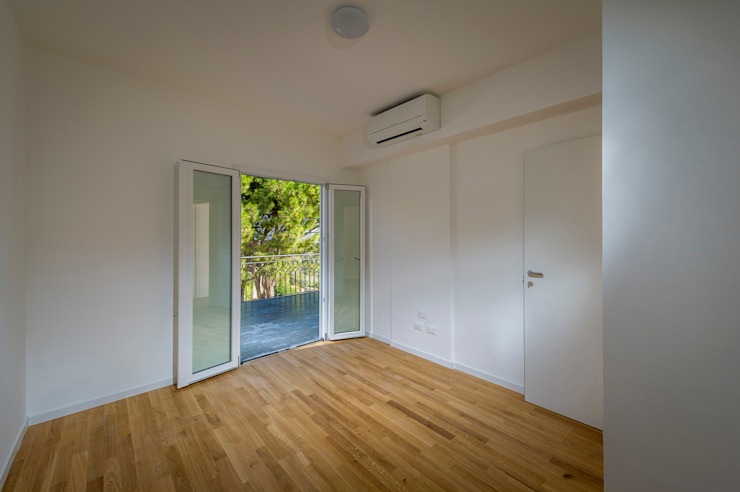 camera al primo piano Camera da letto minimalista di Giuseppina PIZZO Minimalista Legno Effetto legno
